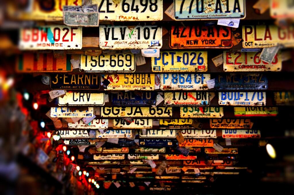 license-plates-3614254_1920